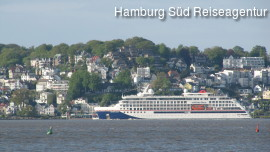 MS Hanseatic Nature vor Blankenese